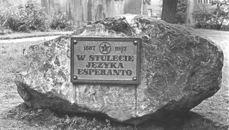 Esperanto-Gedenktafel im Stadtpark von Kłodzko, 1987