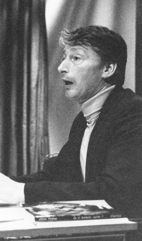Claude Piron bei einem Vortrag im Centre Pompidou, Paris um 1985