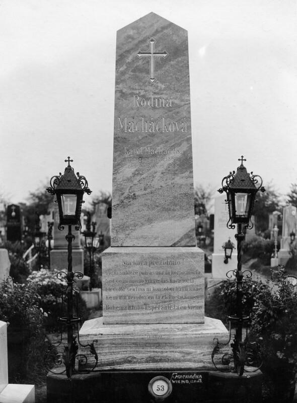 Grabstein von Karel Macháček, Wien 1913