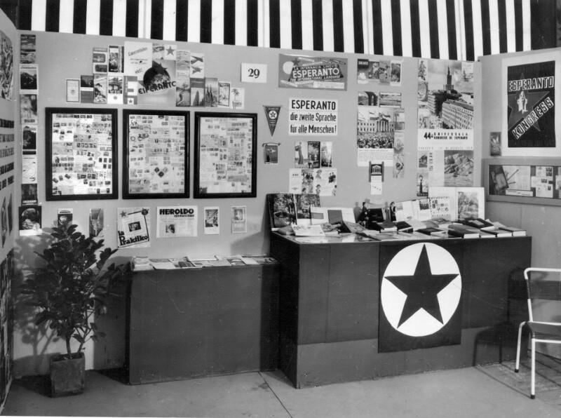 Esperanto-Stand auf der Linzer Frühjahrsmesse, 1959