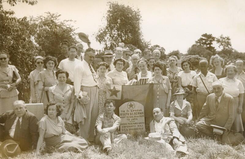 Esperantisten-Treffen am Grab von Joseph Silbernik, New York NY 1950