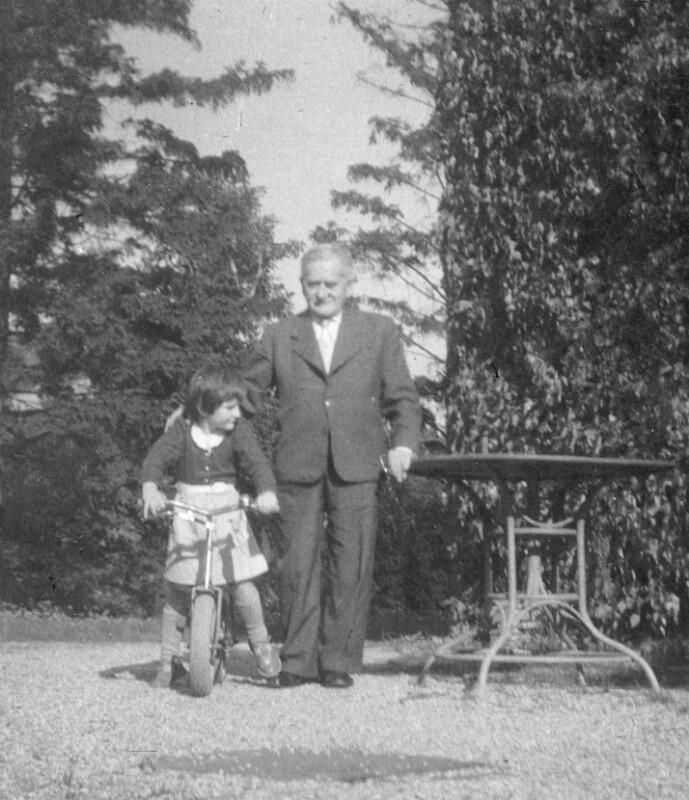 Hugo Steiner mit Enkelin Christine, um 1960