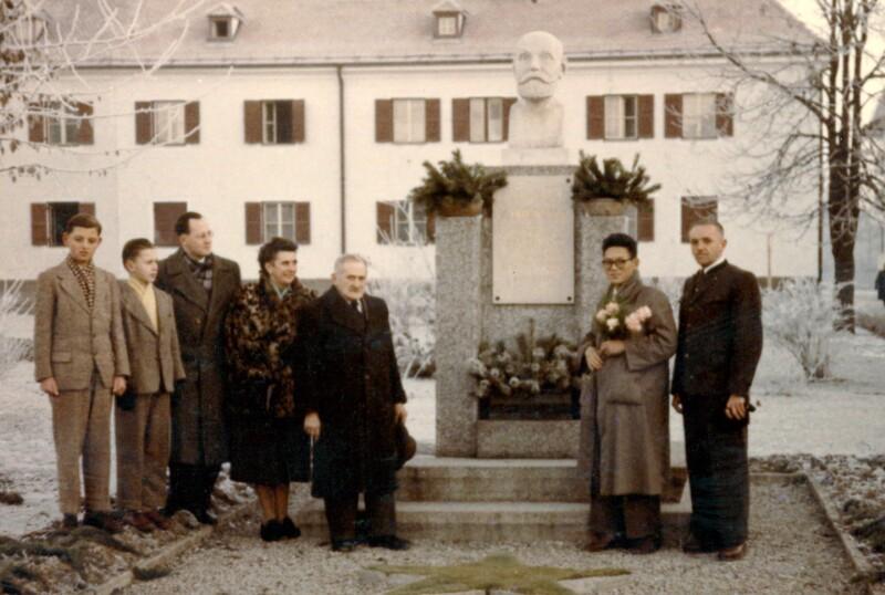 Esperantisten beim Zamenhof-Denkmal, Wörgl 1955