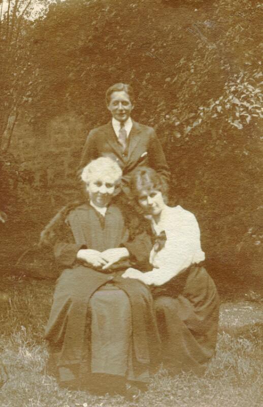 Alice Sergeant mit Muter und Sohn, Boulogne-sur-Mer 1919
