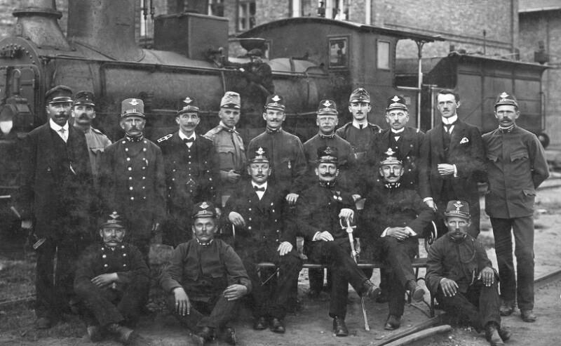 Hugo Steiner im Ersten Weltkrieg als Bahnbeamter in Dombrowa, um 1915