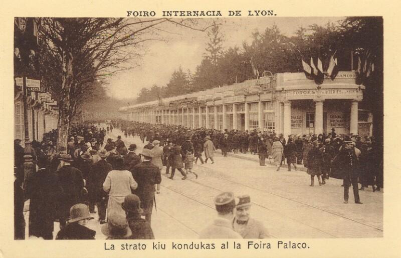 Ansichtskarte: Foiro Internacia de Lyon. La strato, kiu kondukas al la Foira Palaco