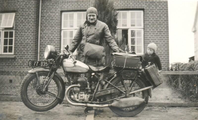 Alois Schneider mit seinem Motorrad, Lunderskov 1937