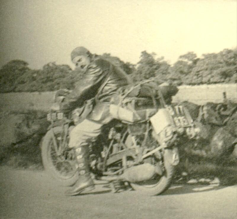 Alois Schneider mit seinem Motorrad, 1938