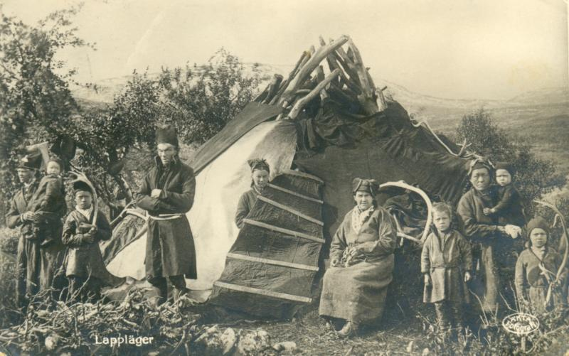 Ansichtskarte: Lappländische Familie vor ihrem Zelt