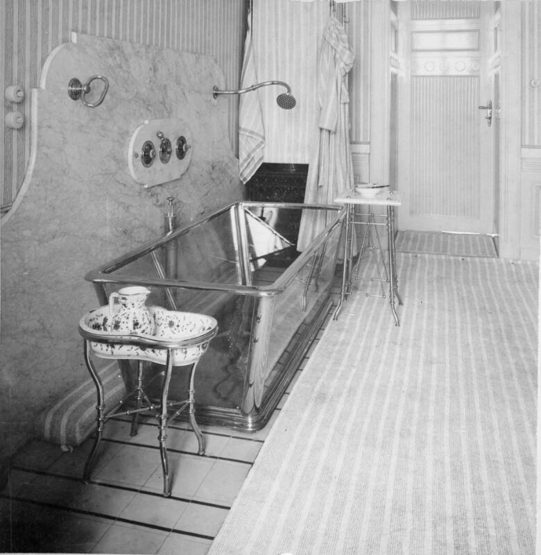 Österreichische Nationalbibliothek   Glasbadewanne In Der Wohnung Von Otto  Wagner, 1898/99