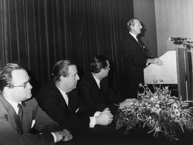 Vortrag von Kurt Waldheim im Palais Palffy von Bayer, Fred