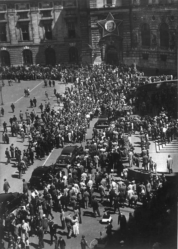 Letzte Parade der Alliierten in Wien von Hilscher, Albert