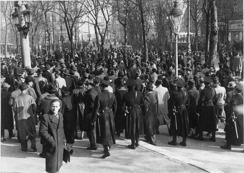 NS-Kundgebung vor der Universität von Hilscher, Albert