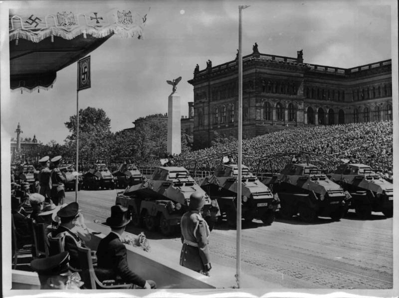 Die Ehrenparade der Deutschen Wehrmacht für Prinzregent Paul von Jugoslawien von Weltbild