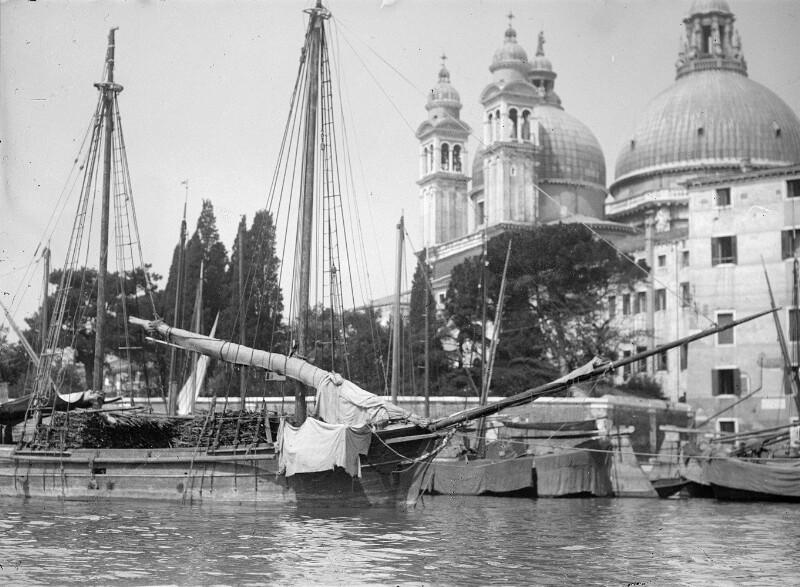 Kirche 'Santa Maria della Salute' in Venedig von Schmutzer, Ferdinand