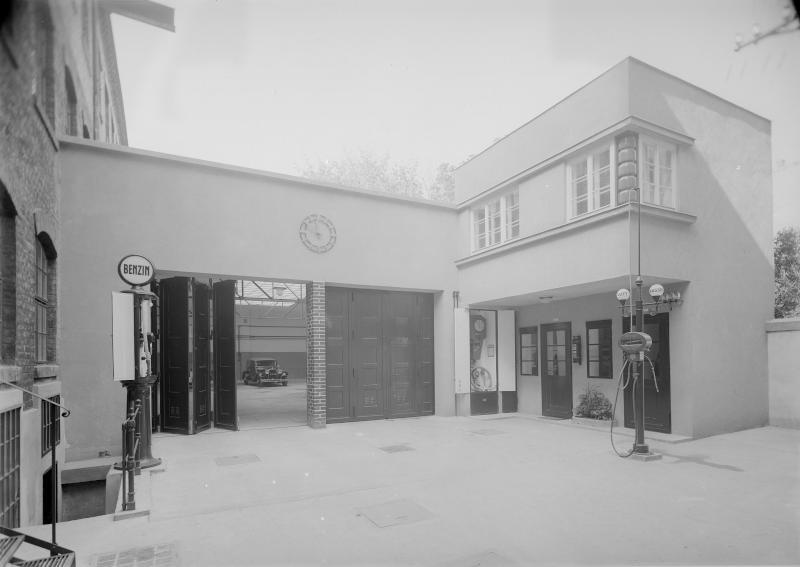 Tankstelle in Wien von Reiffenstein, Bruno