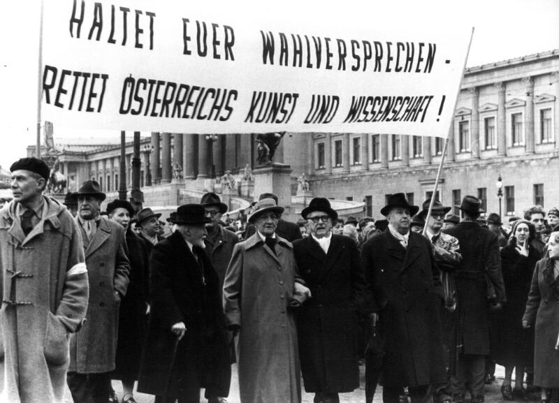 Demonstration von Wissenschaftlern und Künstlern von Cermak, Alfred