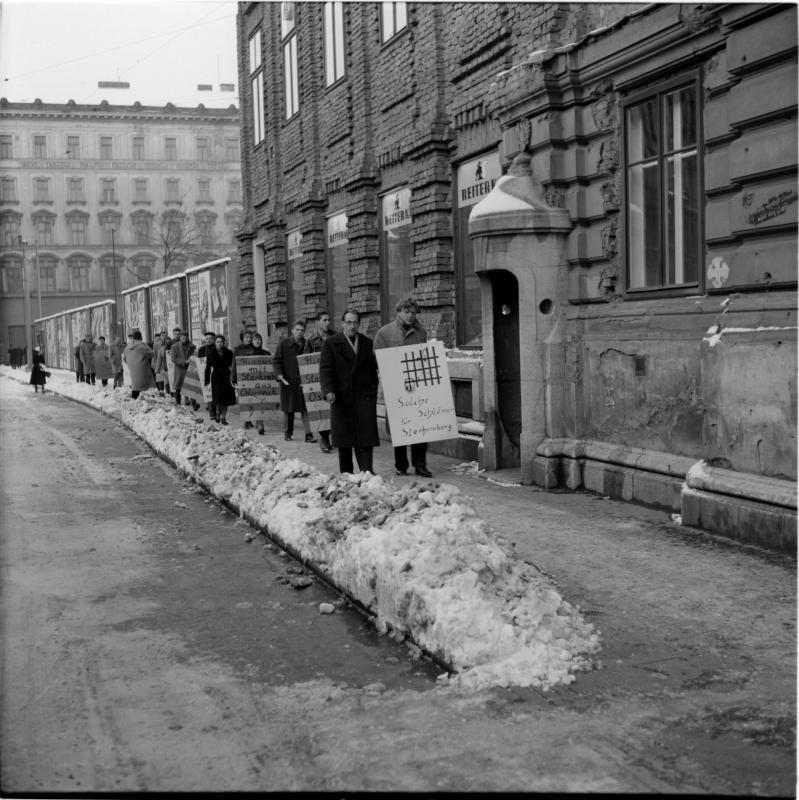 Demonstration gegen Starhemberg von Scheidl