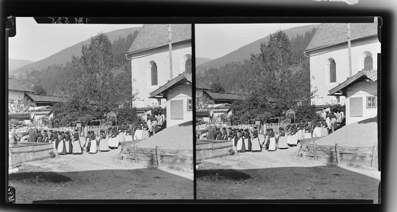 Frauen in Salzburger Tracht von Möhsl, Karl