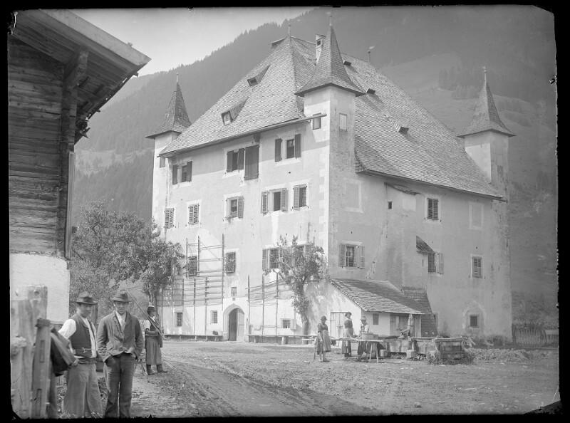 Schloss Saalhof in Zell am See von Obermayer, Albert Edler von