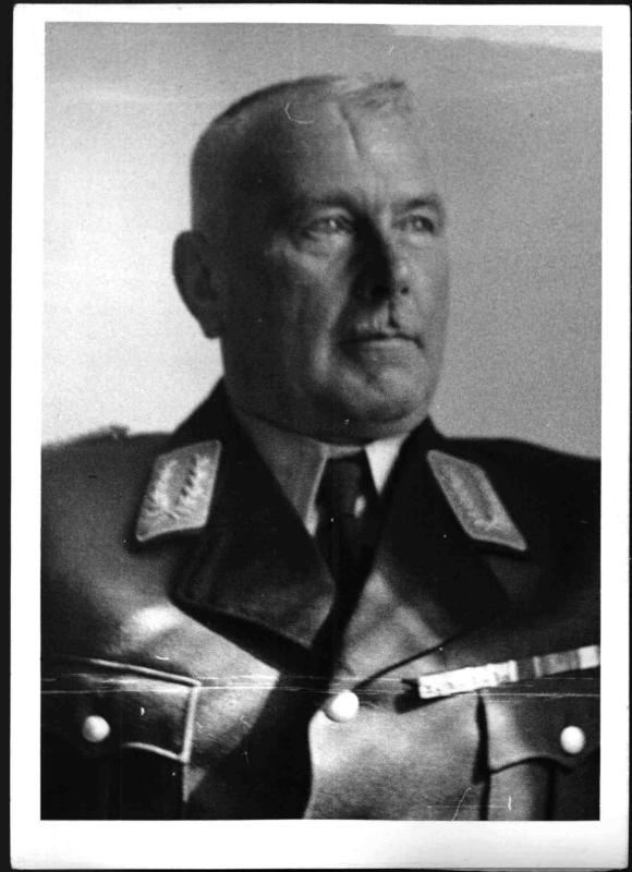 """Generalmajor Klupp als Leiter des """"Reichsluftschutzbundes"""" in der Ostmark von Weltbild"""