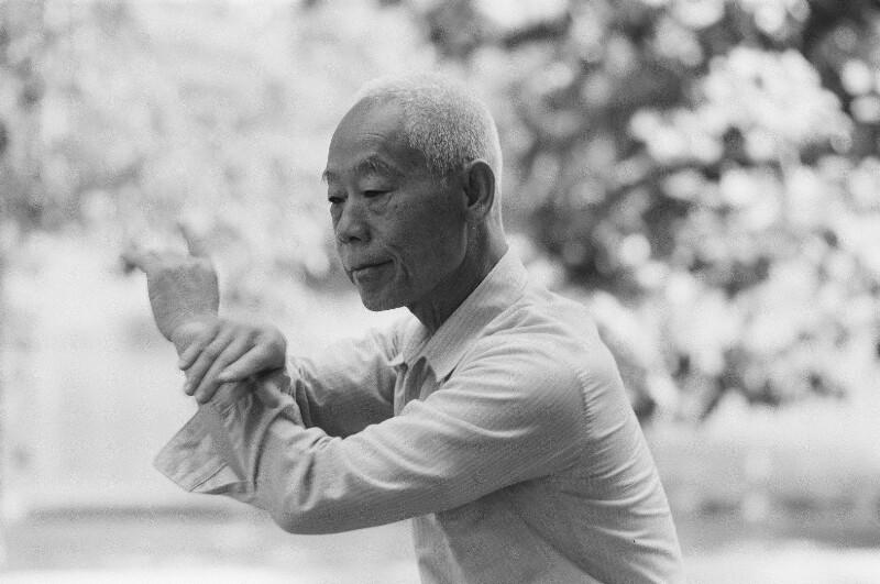 Chinesischer Gymnastik-Tanz von Heydecker, Joe J.