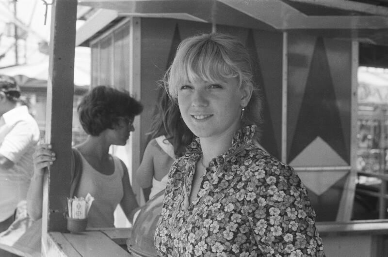 Junge Frau von Heydecker, Joe J.