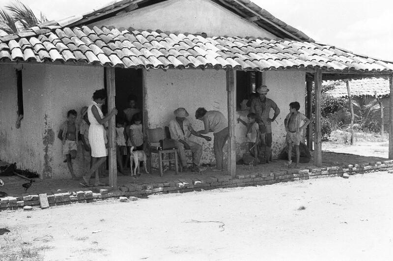 Eine Hütte und ihre Bewohner von Heydecker, Joe J.