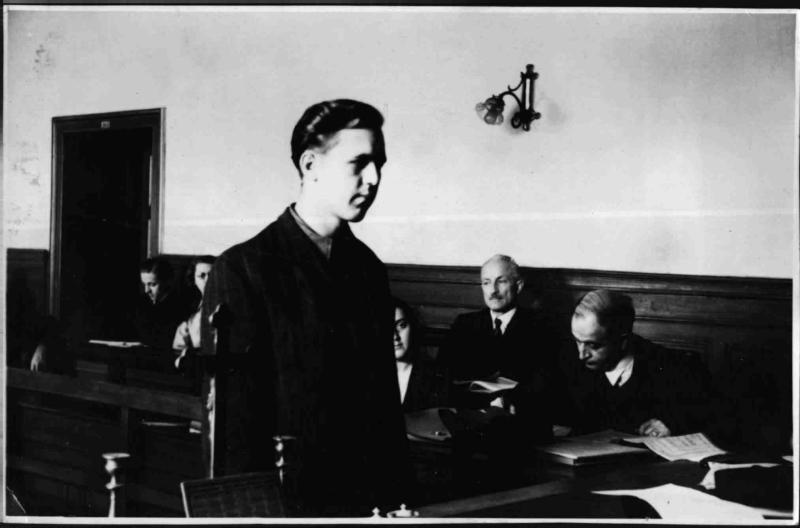 Sprengstoffattentäter vom Stalinplatz vor Gericht von Fibinger, Max