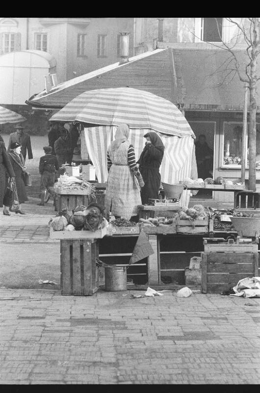 Am Viktualienmarkt von Heydecker, Joe J.