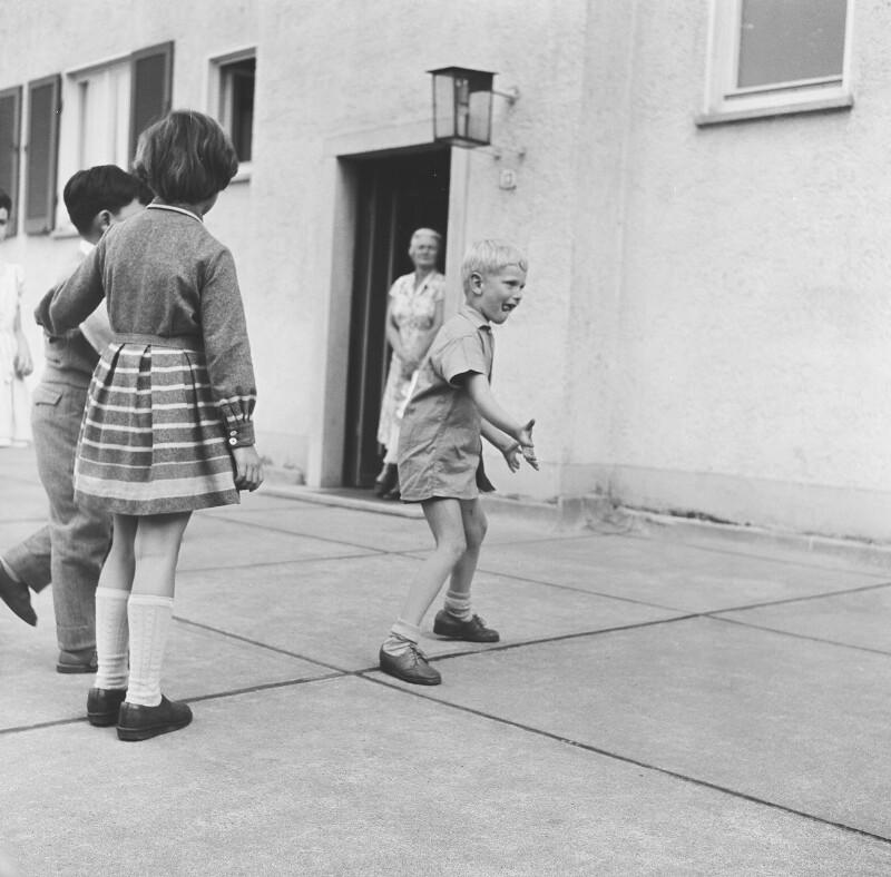 Spielende Kinder von Heydecker, Joe J.