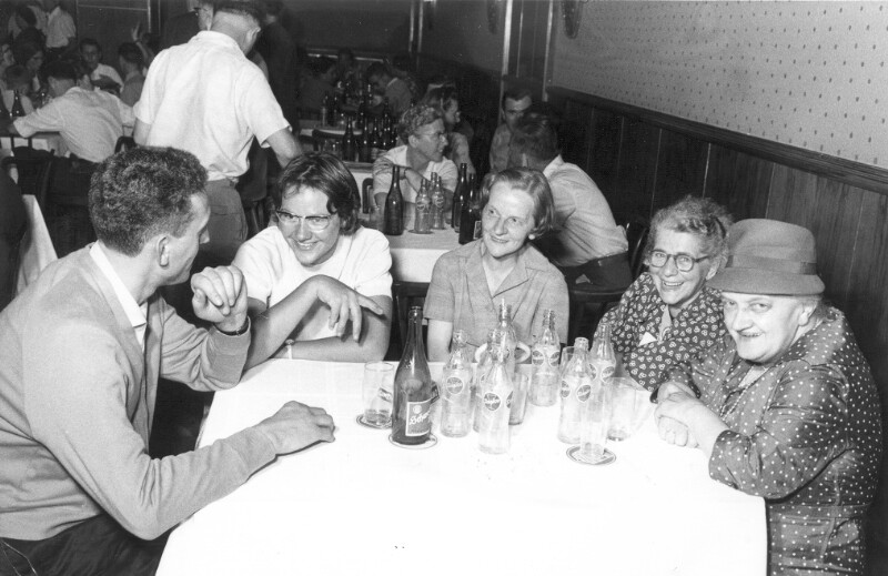 Esperantisten-Runde in einem Gasthaus, Wien 1962