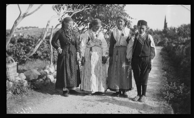 Bäuerinnen in Tracht in Trsteno