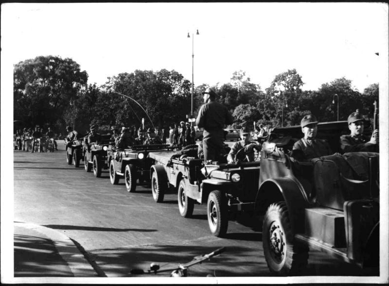 Erste Parade des Bundesheere am Heldenplatz von Hilscher, Albert