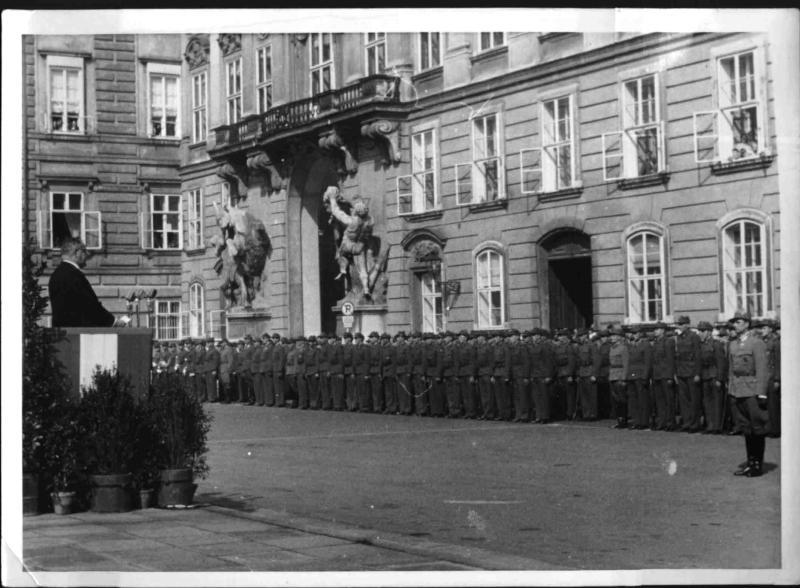 Die erste Parade des Bundesheeres in Wien von Hilscher, Albert