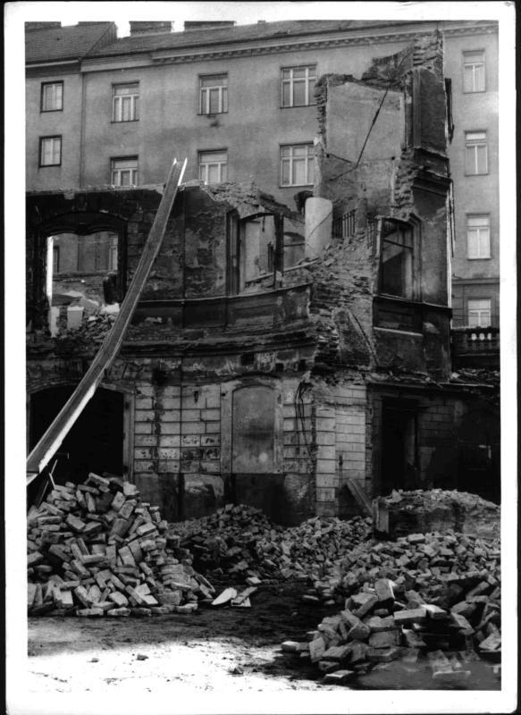 Abbruch des Rainerpalais von Hilscher, Albert