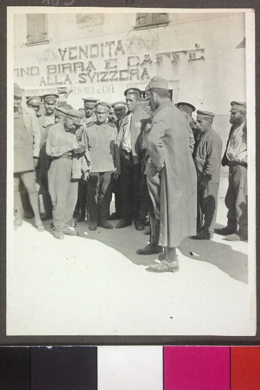 Russische Kriegsgefangene, 1915 von Schalek, Alice