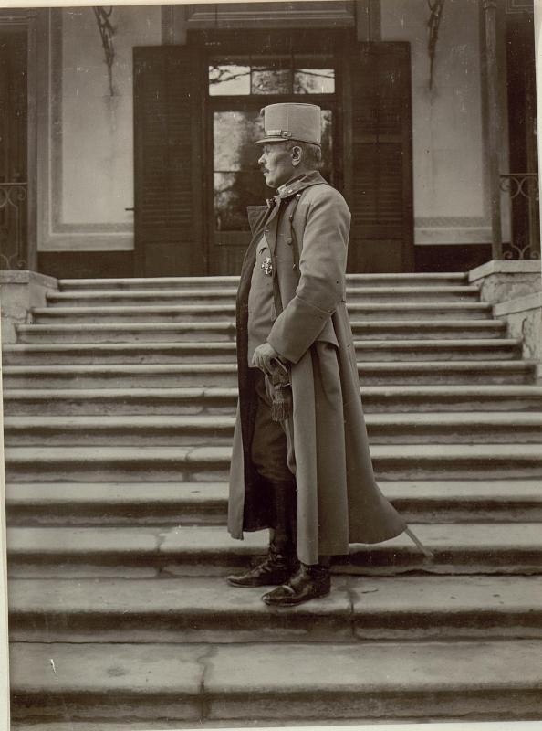 Feldmarschall Svetozar Boroevic von Bojna, General der Infanterie, Kommandeur der 5. Armee, Profilaufnahme in Uniform und Mantel  von K.u.k. Kriegspressequartier, Lichtbildstelle - Wien