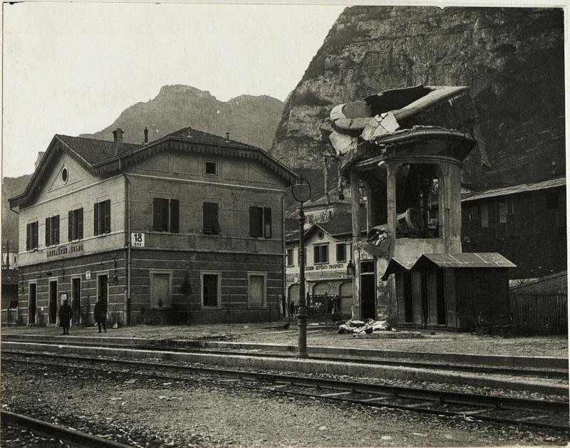 Bahnhof Longarone.  von K.u.k. Kriegspressequartier, Lichtbildstelle - Wien