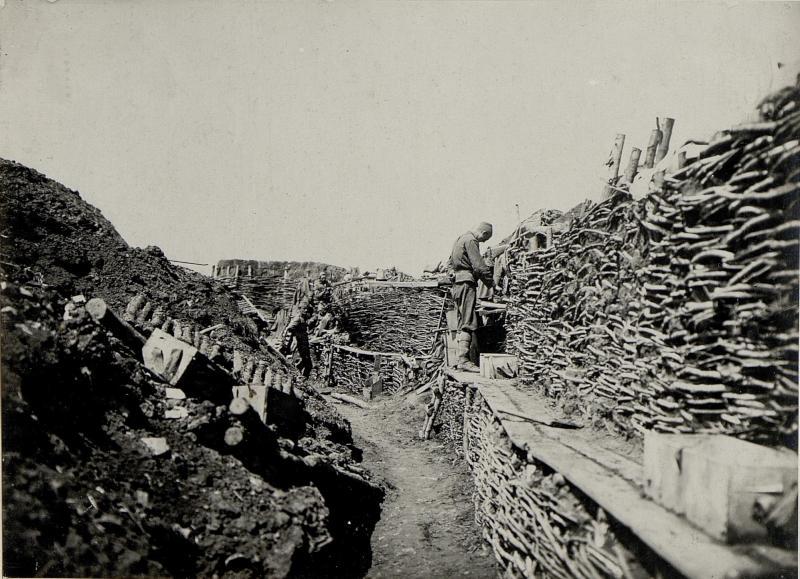 Schützengraben nach dem Gefechte am 9.6. bei der 5.Kompanie des bosnisch herzegowinischen Infanterieregimentes 1 südlich Cebrow von K.u.k. Kriegspressequartier, Lichtbildstelle - Wien
