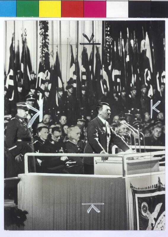 Hitler spricht in der Nordwestbahnhalle von IPA