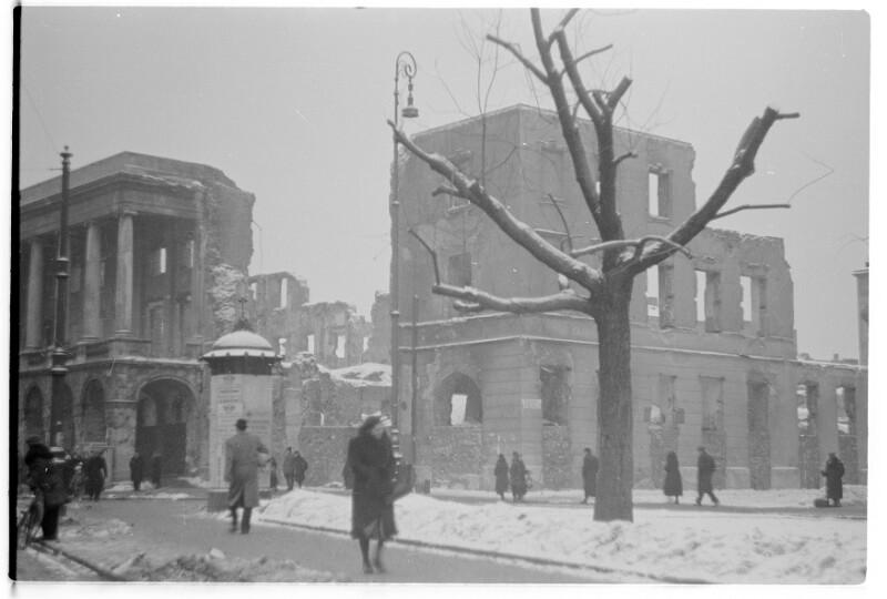 Winter in der zerbombten Stadt von Heydecker, Joe J.