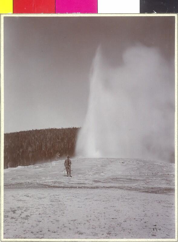 """U. St. Yellowstone Park """"Beim Old Faithful"""" von Pietzner, Carl"""