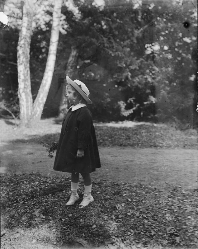 Erzherzogin Adelheid von Österreich als Kleinkind von Gebrüder Schuhmann