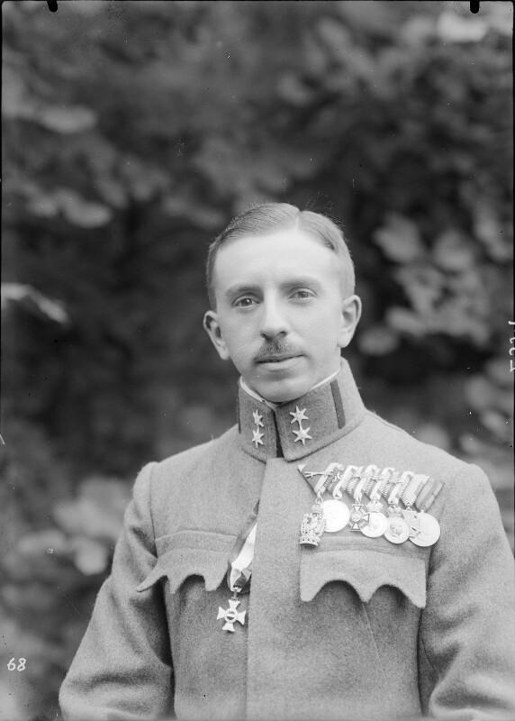 Oberleutnant Karl Freiherr von Ungár von Gebrüder Schuhmann