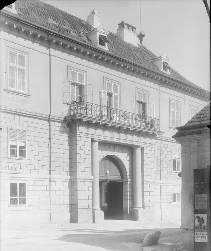 Wien 12, Tivoligasse 1 von Stauda, August