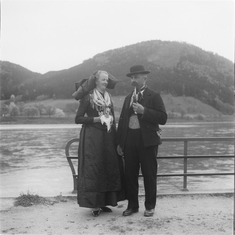Paar in Wachauer Tracht von Österreichische Lichtbildstelle