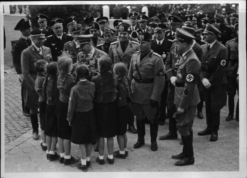 Hitler bei den Auslandsdeutschen in Rom von Weltbild