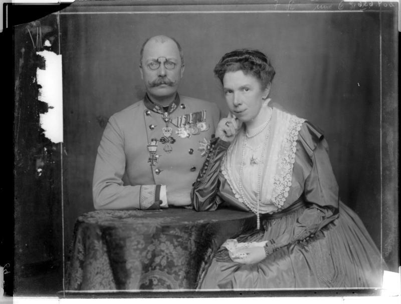 Franz Salvator zusammen  mit seiner Gattin Marie Valerie von Madame d'Ora, Atelier