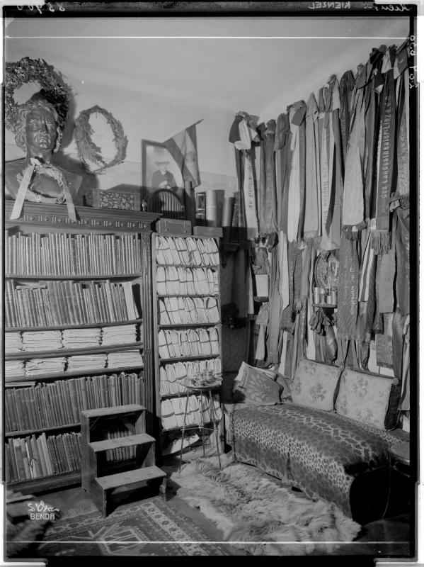 Zimmer in Wilhelm Kienzls Wohnung von Madame d'Ora, Atelier